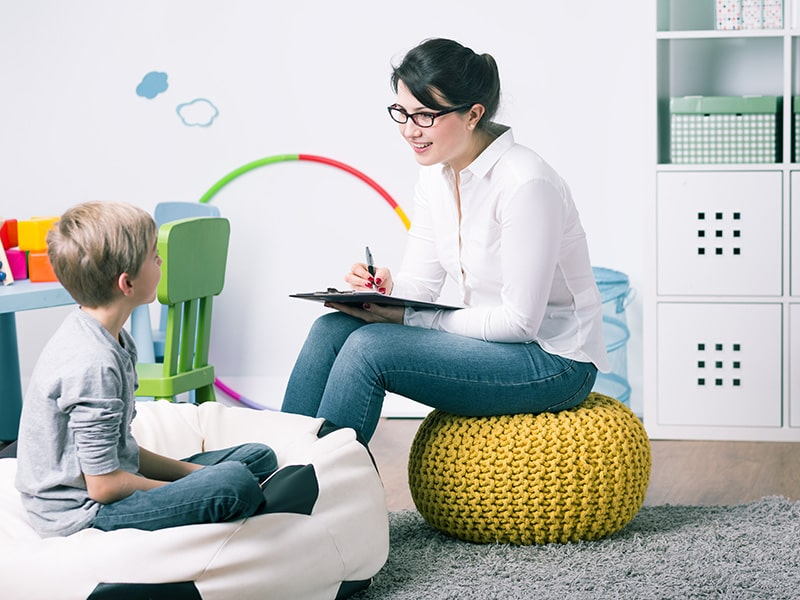 Psychologist on the Gold Coast Counselling a Child